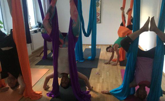 Bild Aerial Yoga Gruppenunterricht